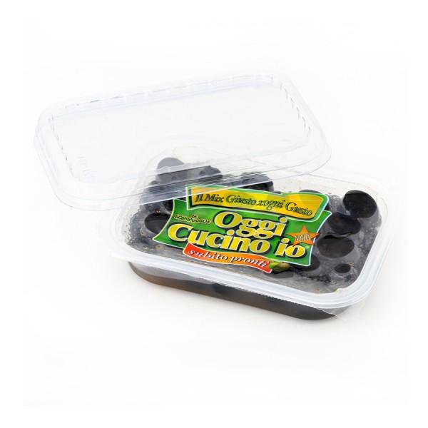 Olive nere essiccate al forno condite con olio extra vergine di oliva e olio di semi di girasole e confezionate in vaschetta da 280g.